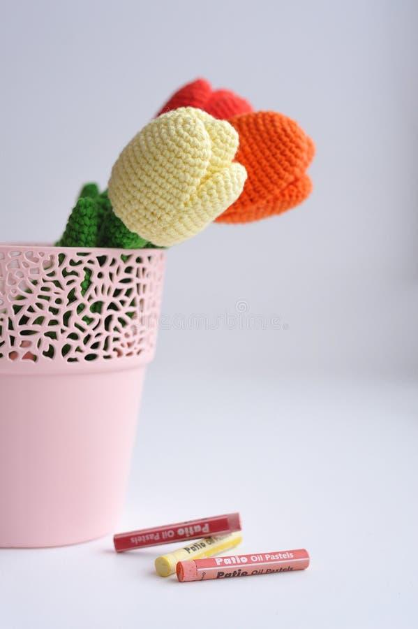 Amigurumi-Spielzeug Tulpenblumen lizenzfreies stockbild
