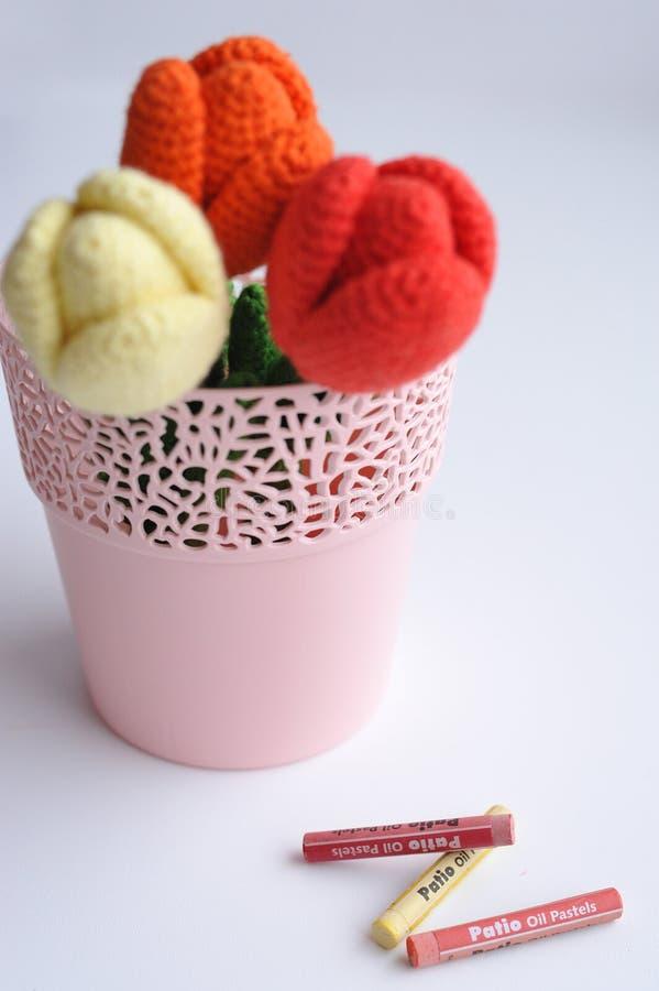 Amigurumi-Spielzeug Tulpenblumen lizenzfreies stockfoto