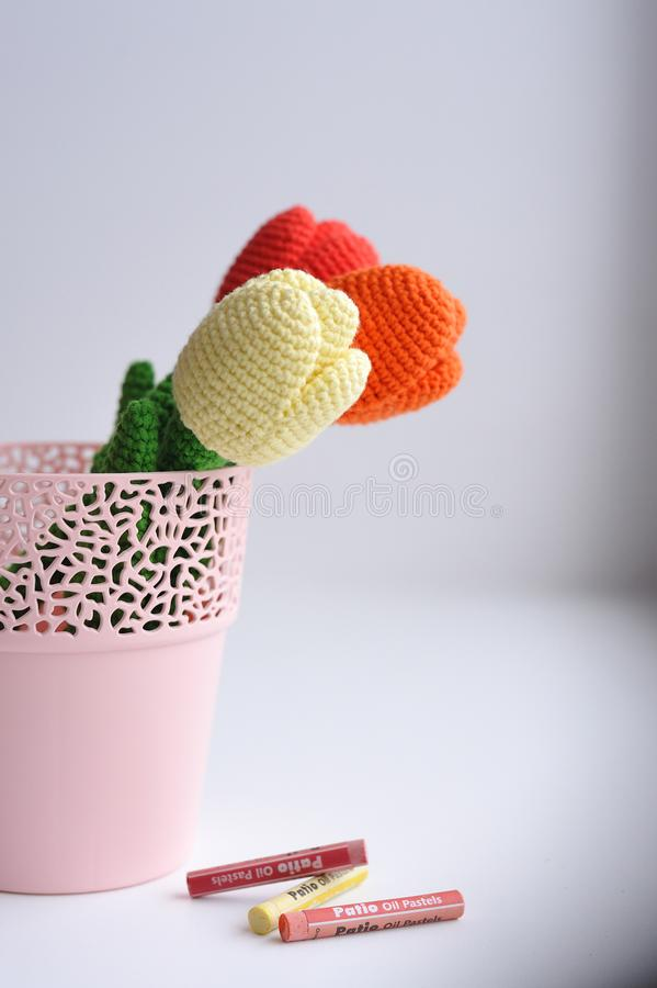 Amigurumi-Spielzeug Tulpenblumen lizenzfreie stockbilder
