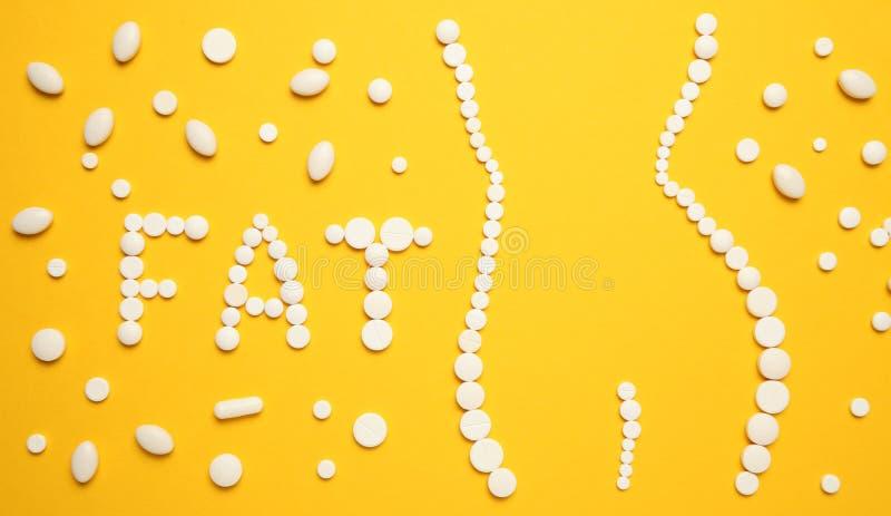 Amincissant avec des pilules, gros brûleur Concept de perte de poids, mince votre corps sans effort Drogues de vitamine photographie stock