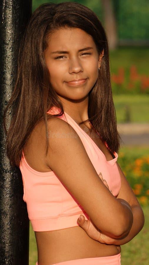 Amincissez et adaptez la fille de l'adolescence image stock