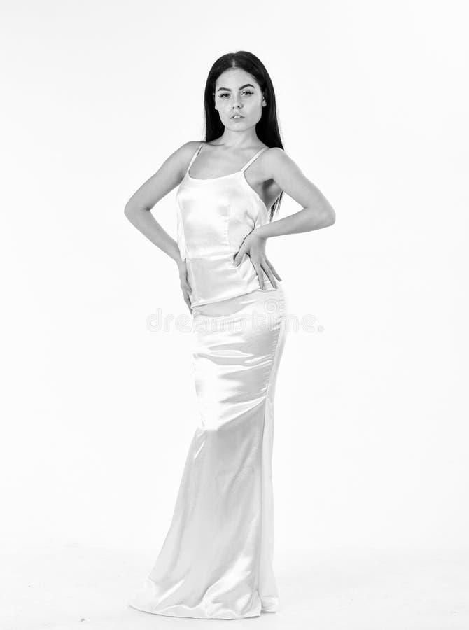 Amincissez et adaptez le concept Madame sur le visage calme porte la robe à la mode chère de soirée Mannequin avec le chiffre min photos stock