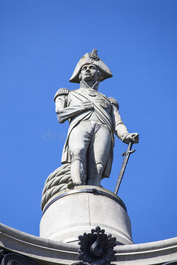 Amiral Nelson Statue på Nelsons kolonn i London royaltyfri bild