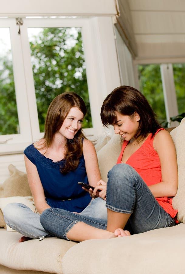 Amis à la maison images stock