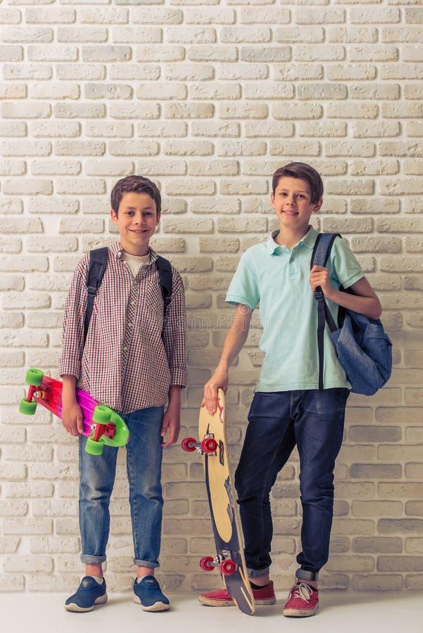 Amis d'adolescent heureux photo libre de droits
