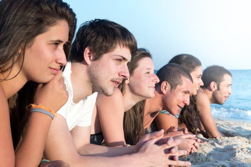 Amis dans l'heure d'été photographie stock libre de droits