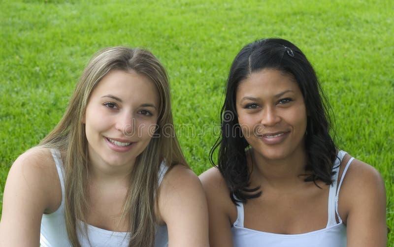 Download Amis de sourire photo stock. Image du adolescent, fille - 76876