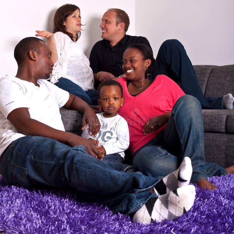 Amis interraciaux et famille images libres de droits