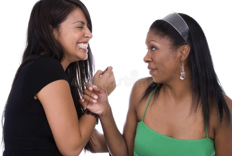 Amis riant ensemble. images libres de droits