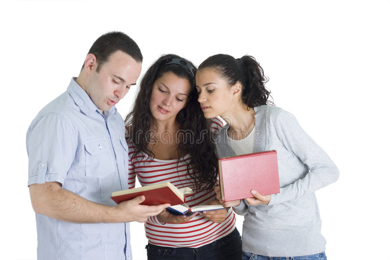 amis studing le tohether photo stock