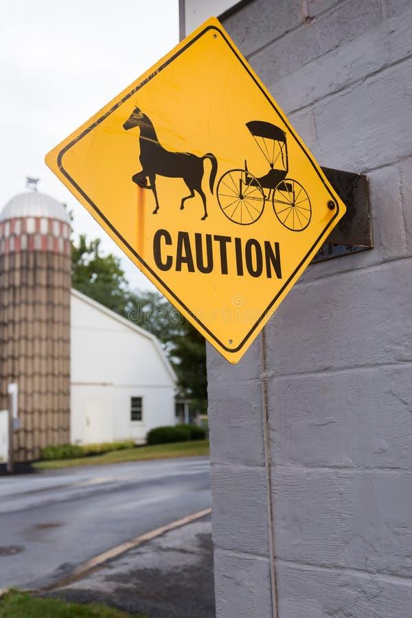 Amisches Pferd und verwanztes Zeichen lizenzfreie stockfotos