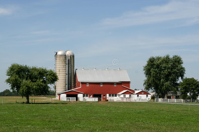 Amish farm and barn in Lancaster, PA stock photography