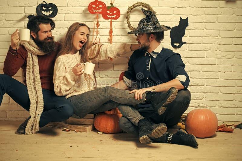 Amitié de Halloween et concept de personnes photo libre de droits