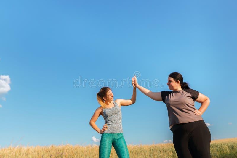 Amitié, motivation, séance d'entraînement de groupe, perte de poids photos stock