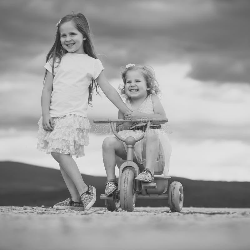 Amizade do ` s das crianças Infância feliz, família, amor fotos de stock royalty free