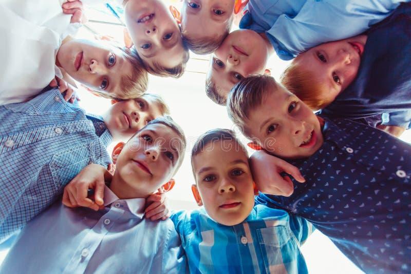 Amizade robusta da infância fotos de stock