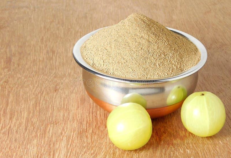 Amla ou poudre indienne de groseille à maquereau photo stock