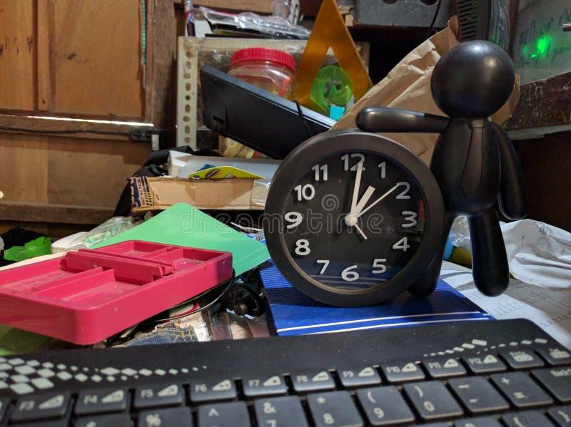 Ammasso della Tabella e concetto di tempo fotografia stock
