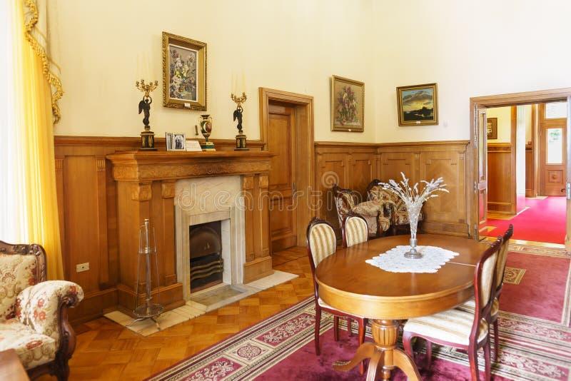 Ammobiliato di mobilia moderna, salone del palazzo di Yusupov Poich? il periodo del principe, l'interno non ? stato conservato immagine stock libera da diritti