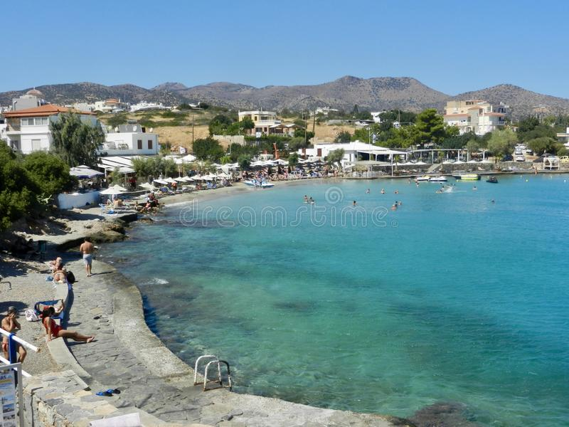Ammoudi Beach Resort e Mirabello bay Agios Nikolaos Crete immagine stock