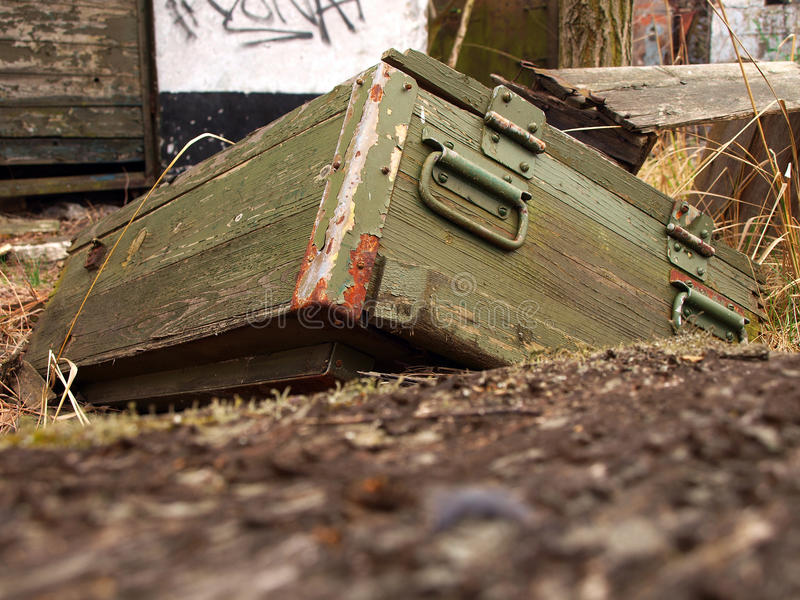 ammunitionar box gammalt royaltyfria bilder