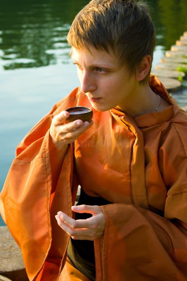 Amo de la ceremonia de té imágenes de archivo libres de regalías