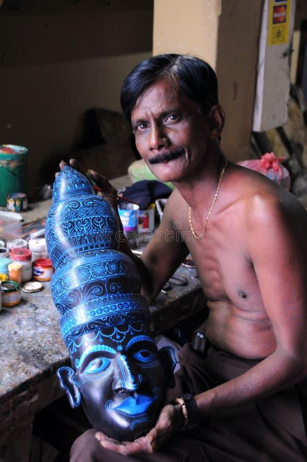 Amo desconocido de hacer máscaras srilanquesas foto de archivo libre de regalías