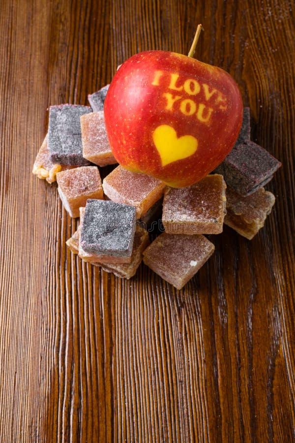 amo la mela di yo u con marmellata d'arance dolce fotografia stock