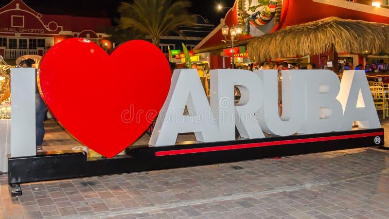 Amo la muestra de Aruba cerca de las tiendas del mercado callejero imagen de archivo libre de regalías