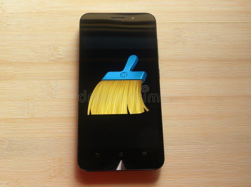 Amo limpio en smartphone fotos de archivo libres de regalías