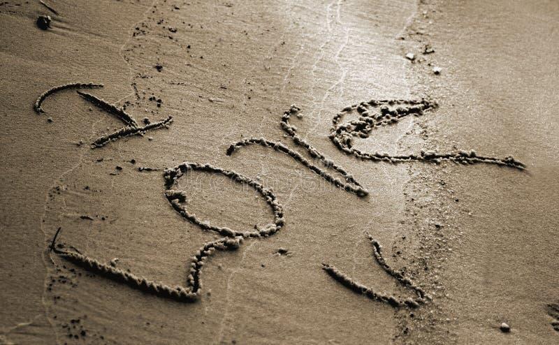 Download Amo U alla spiaggia fotografia stock. Immagine di lettera - 205584