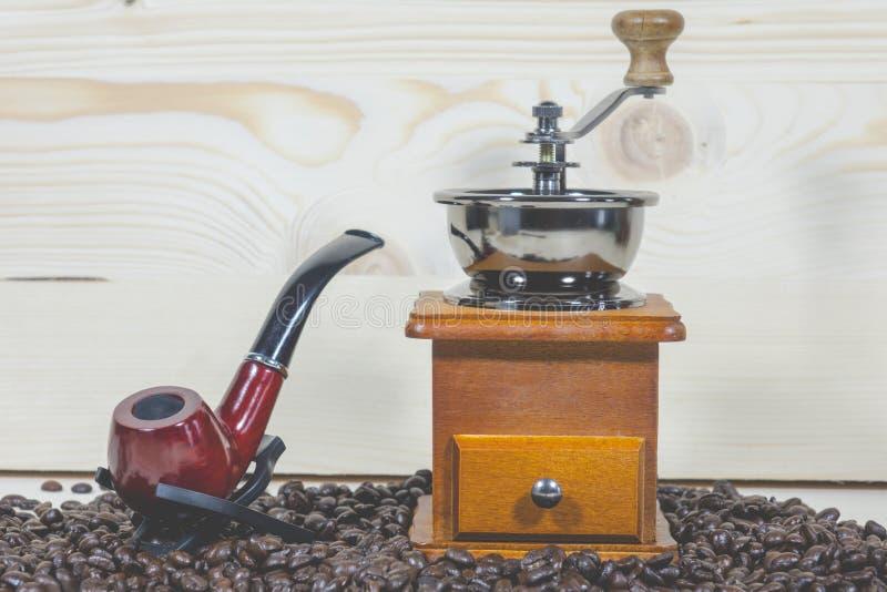 Amoladora de café de los granos de café del tubo fotografía de archivo libre de regalías