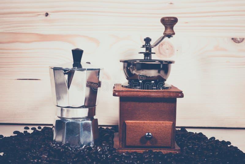 Amoladora de café del pote del café imágenes de archivo libres de regalías