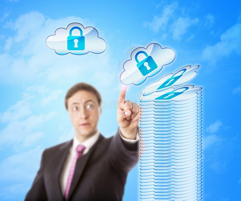Amontonamiento de objetos de la nube en almacenamiento seguro fotos de archivo libres de regalías