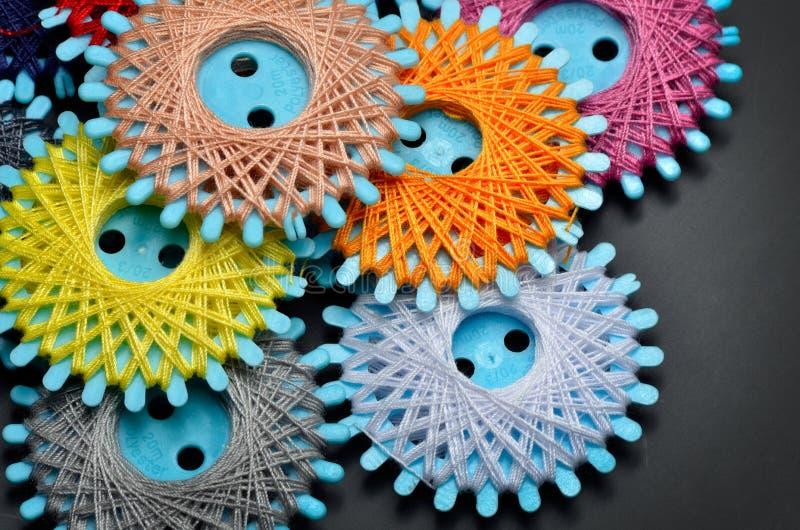 Download Amorçages De Couture Colorés Image stock - Image du spool, matériau: 56477903