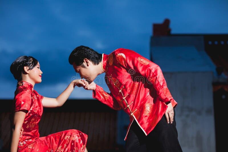 Amor chinês do movimento dos pares do casamento fotos de stock royalty free