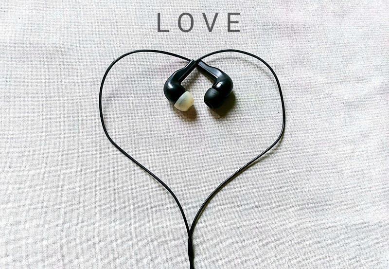 Amor con el auricular imagen de archivo