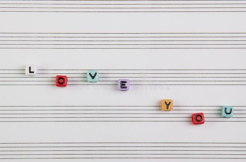 Amor da palavra no papel de música fotografia de stock