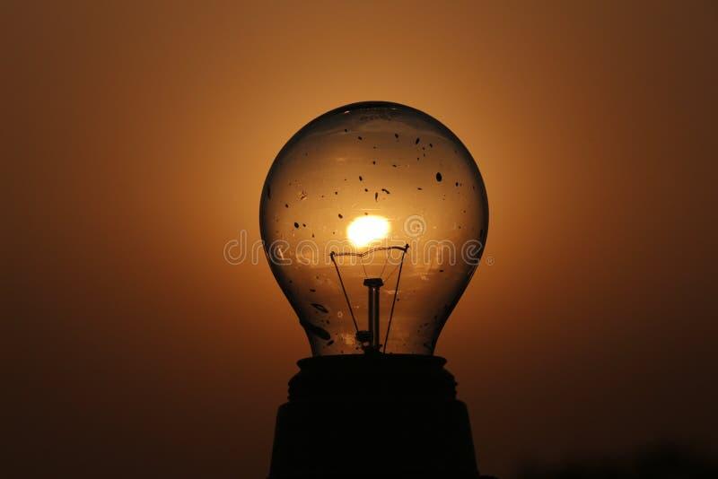 Amor de la fotografía del bulbo de la creatividad de la puesta del sol imagen de archivo