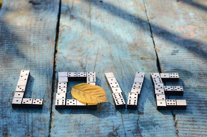 Amor de la palabra de dominós de madera foto de archivo libre de regalías