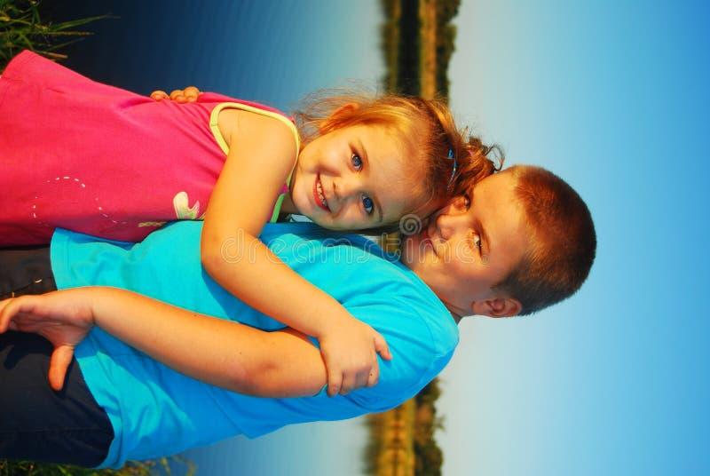 Amor del hermano y de la hermana imagen de archivo libre de regalías