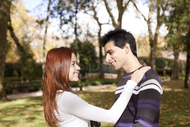 Amor E Afeição Entre Um Par Novo Fotografia de Stock Royalty Free