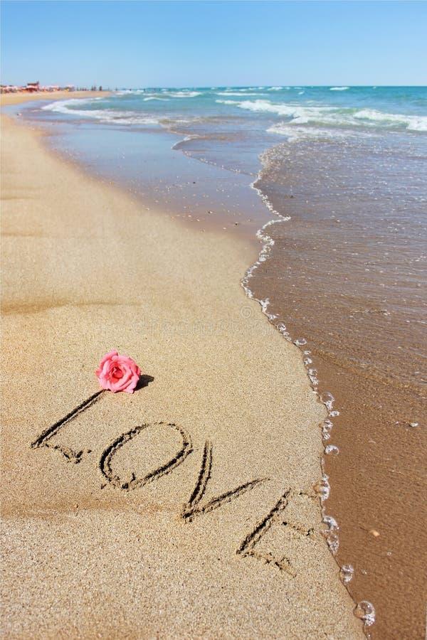 Amor e o mar fotografia de stock royalty free