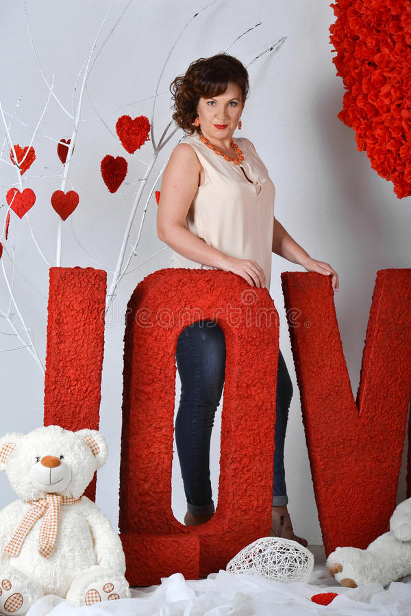 Amor en el día de tarjeta del día de San Valentín fotos de archivo