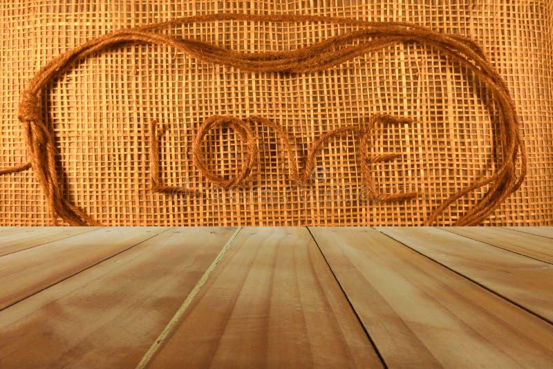 Amor en fondo de madera fotos de archivo