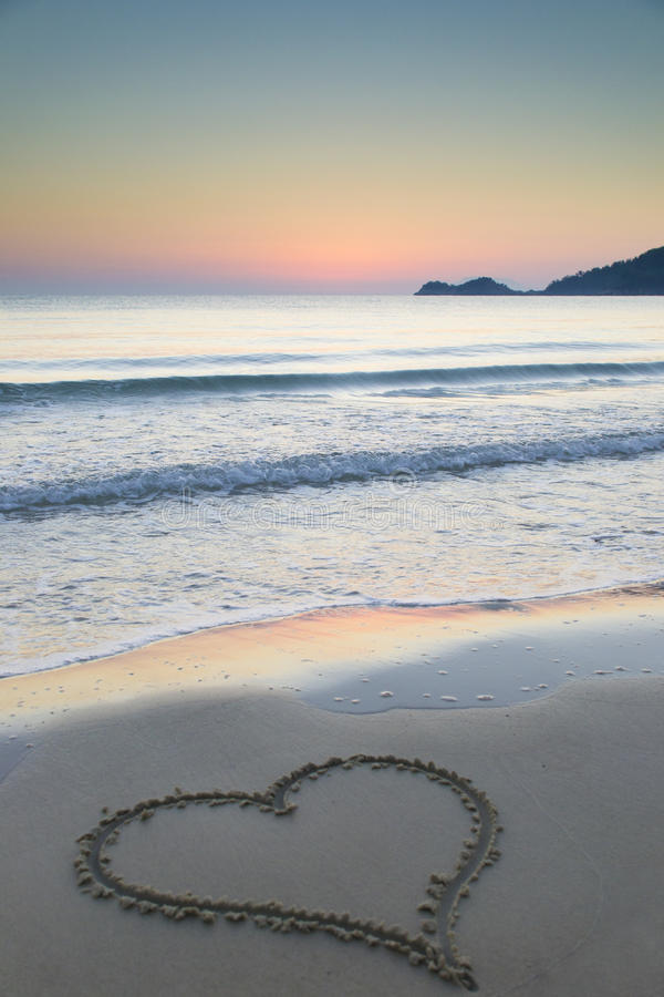 Amor en la salida del sol imagen de archivo libre de regalías