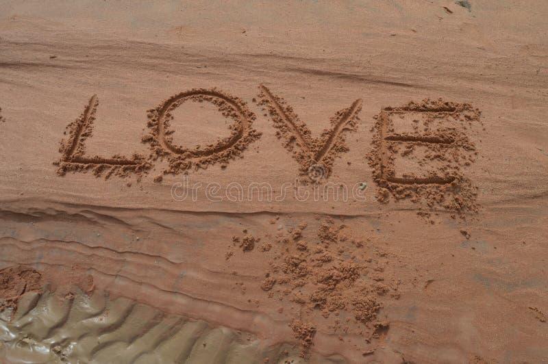 Amor escrito en la arena fotografía de archivo libre de regalías