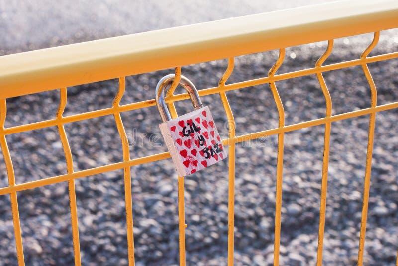 Amor Lucky Lock na praia de Costa Verde fotografia de stock royalty free