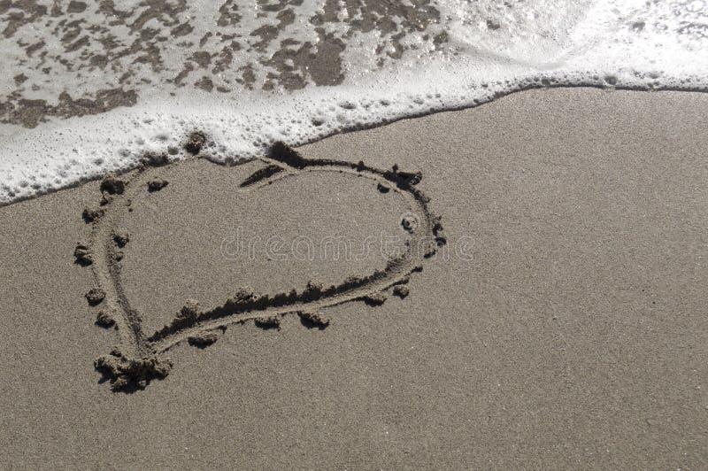 Amor na areia imagens de stock