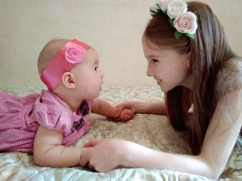 Amor Sisterly imagem de stock